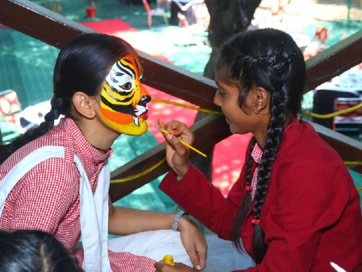 जानवर-जंगल बचाने पर 17 वनकर्मी पुरस्कृत, बच्चों ने चेहरे पर बनाई टाइगर की पेंटिंग; फैंसी ड्रेस में तितली-जेब्रा बन दी संरक्षण की सीख|भोपाल,Bhopal - Dainik Bhaskar