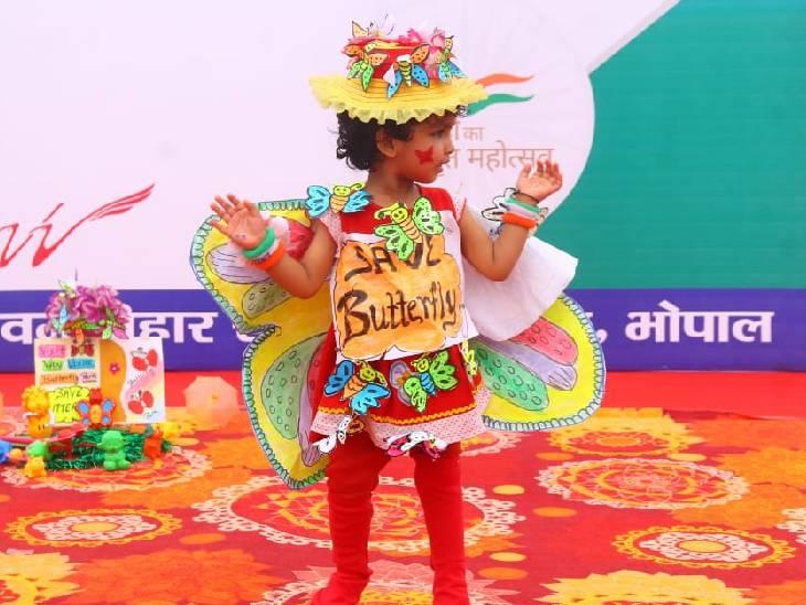 गुरुवार को हुई फैंसी ड्रेस प्रतियोगिता में नन्हीं बच्ची बटर फ्लाई तितली की ड्रेस में आई।