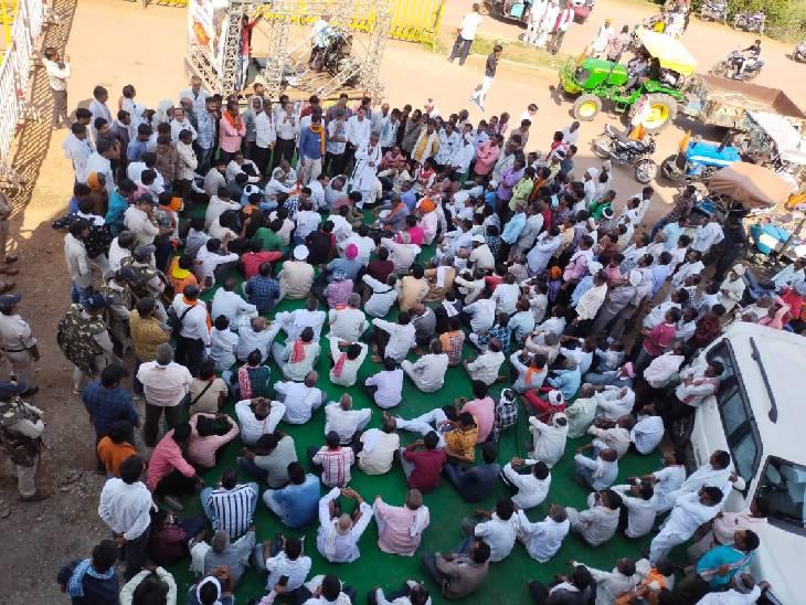 अशोकनगरमें किसानों की मांग नहीं मानीं तो धरना छोड़कर कलेक्ट्रेट का करेंगे घेराव|अशोकनगर,Ashoknagar - Dainik Bhaskar