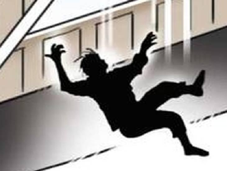 छतरपुर में कोई छत से तो कोई कुएं में गिरकर हुआ घायल, सड़क हादसे में वृद्धा को लगी चोट छतरपुर (मध्य प्रदेश),Chhatarpur (MP) - Dainik Bhaskar