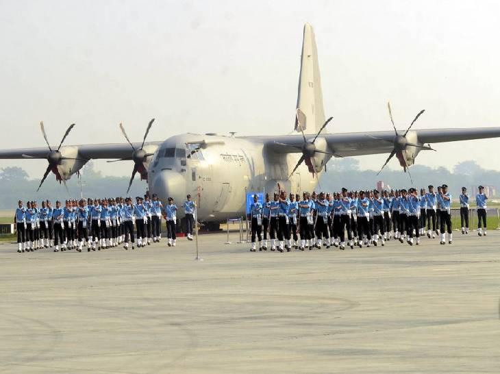 वायुसेना के जवानों की परेड ने लोगों को उत्साहित किया।