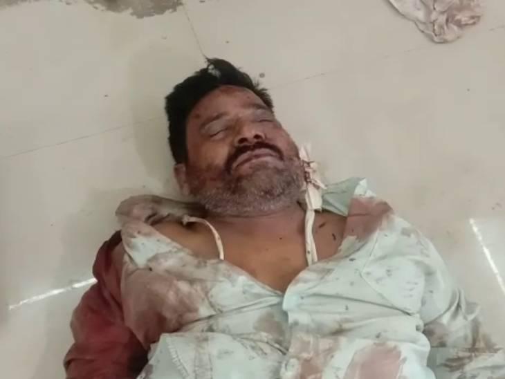 हादसे में कई लोगों के हाथ और पैर टूट गए हैं। कई लोगों को गंभीर चोट आई हैं। जिला अस्पताल में उनका इलाज किया जा रहा है।