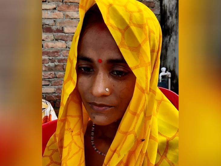 रमन की पत्नी आराधना की आंखों से आंसू थम नहीं रहे हैं। वे कहती हैं कि उस दिन वे नहीं आए तो मुझे लगा कि देर से आएंगे, मुझे क्या पता था मेरी दुनिया ही लुट जाएगी।