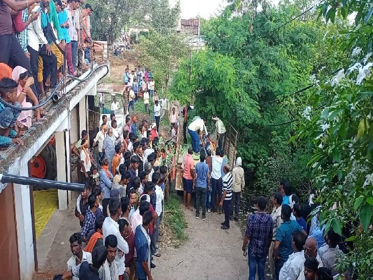 जबलपुर में युवक ने पहले बहू का गाला घोंटा, फिर पत्नी पर किया जानलेवा वार, दोनों को मरा समझ खुद फंदे से झूला|जबलपुर,Jabalpur - Dainik Bhaskar