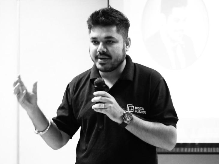मुंबई के रहने वाले राज पढ़ियार पहले बैंक में जॉब करते थे। अब वे डिजिटल मार्केटिंग का स्टार्टअप चला रहे हैं।