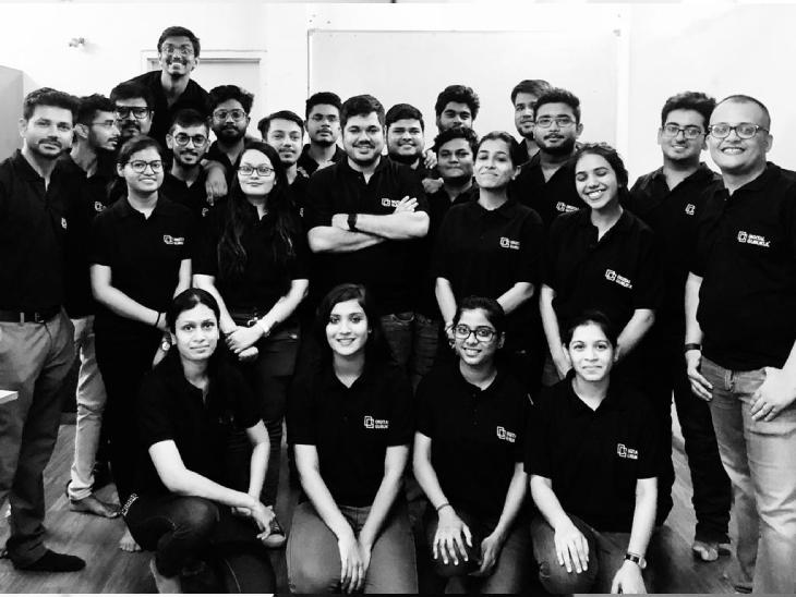 राज की टीम में फिलहाल 20 लोग काम करते हैं। ये लोग डिजिटल सेक्टर में अच्छी खासी समझ रखते हैं।