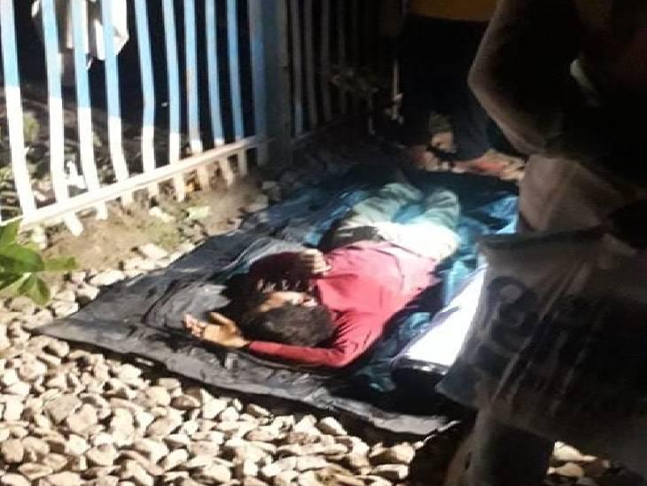 भदोही में ट्रेन से कटकर दिव्यांग की मौत। सूचना मिलने के 1 घंटे बाद पहुंची आरपीएफ। - Dainik Bhaskar