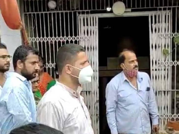 महल कचहरी रोड पर नगर निगम को रोकना पड़ी कार्रवाई, लोग बोले- पहले विधायक को बुलाओ इंदौर,Indore - Dainik Bhaskar