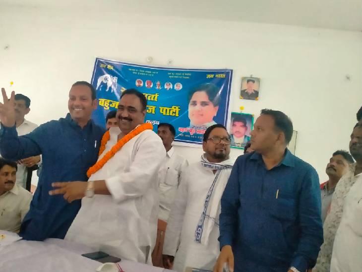 सुल्तानपुर में कांग्रेस के पूर्व मंत्री ने थामा बसपा का हाथ। - Dainik Bhaskar