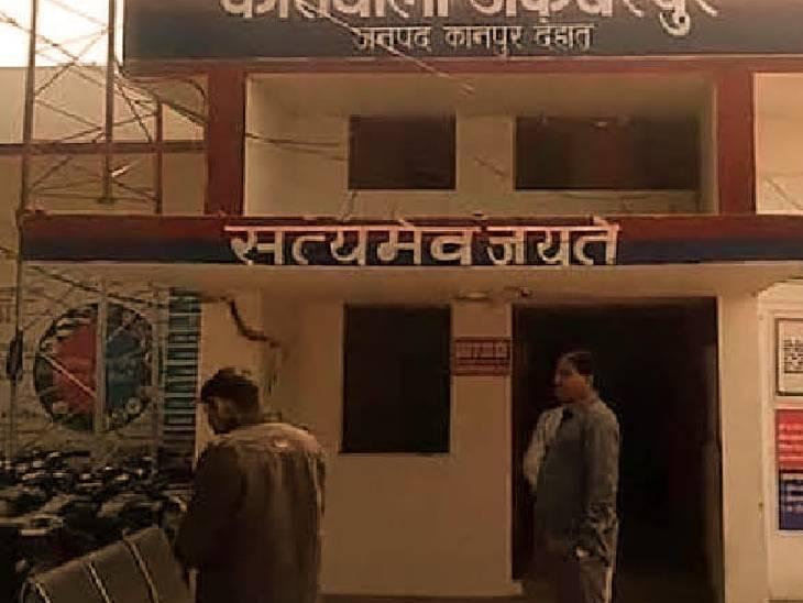 महिला ने पुलिस से शिकायत कर की न्याय की मांग। - Dainik Bhaskar
