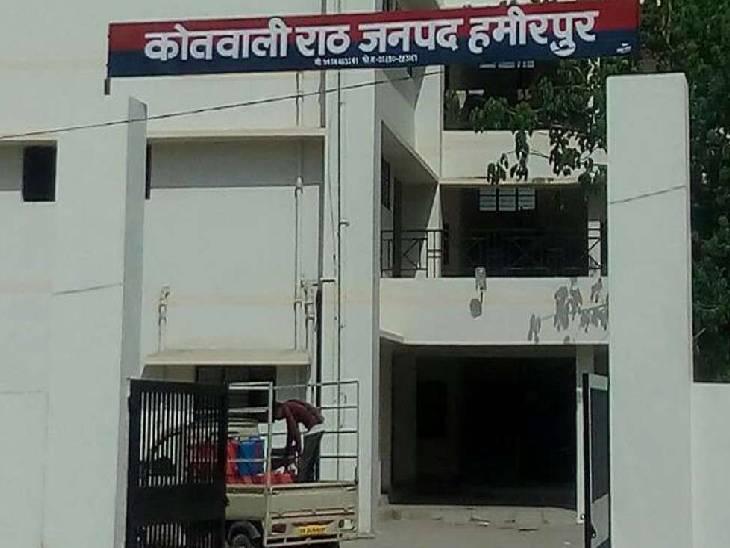 हमीरपुर में प्राथमिक स्कूल के अध्यापकों ने एसडीएम को सौंपा ज्ञापन। - Dainik Bhaskar