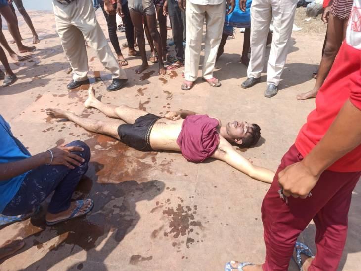 नर्मदा में नहाते समय 21 वर्षीय हिमांशु ठाकुर की डूबने से मौत हो गई। - Dainik Bhaskar