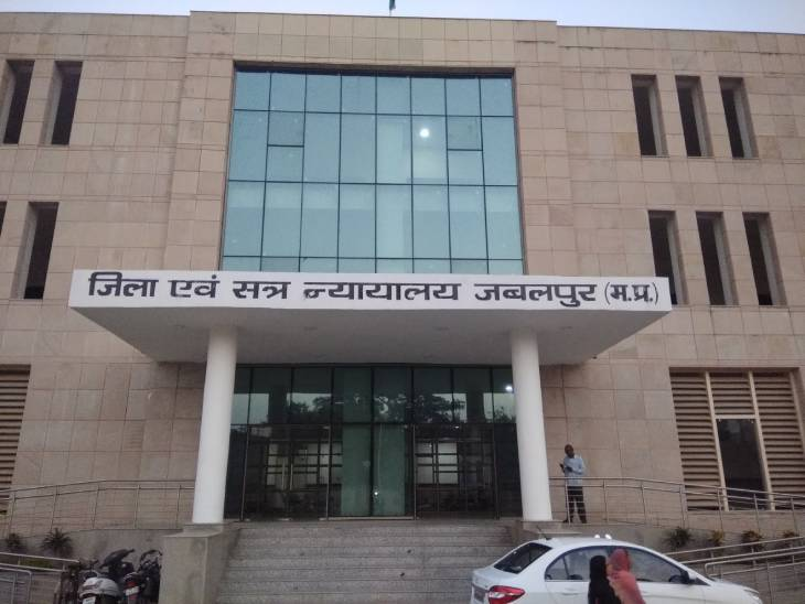 जबलपुर जिला कोर्ट में गेट नंबर एक से प्रवेश पर रोक लगाने को बनाया मुद्दा|जबलपुर,Jabalpur - Dainik Bhaskar