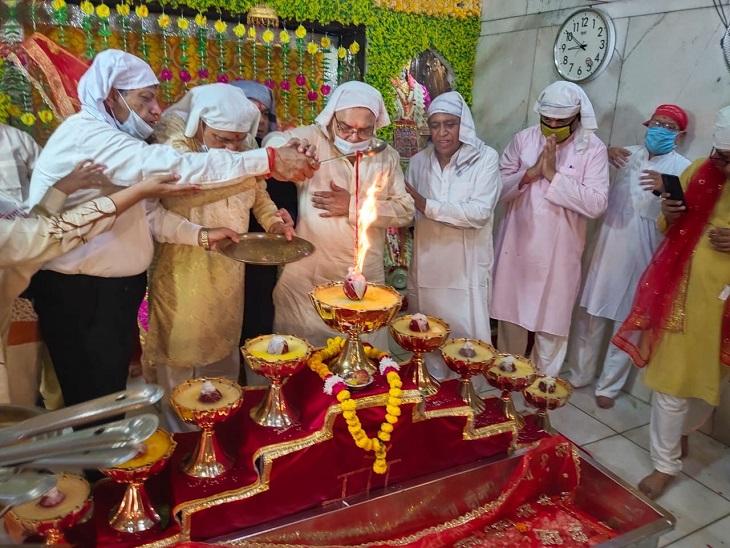 पहले दिन मां शैलपुत्री की भव्य पूजा अर्चना की गई। - Dainik Bhaskar