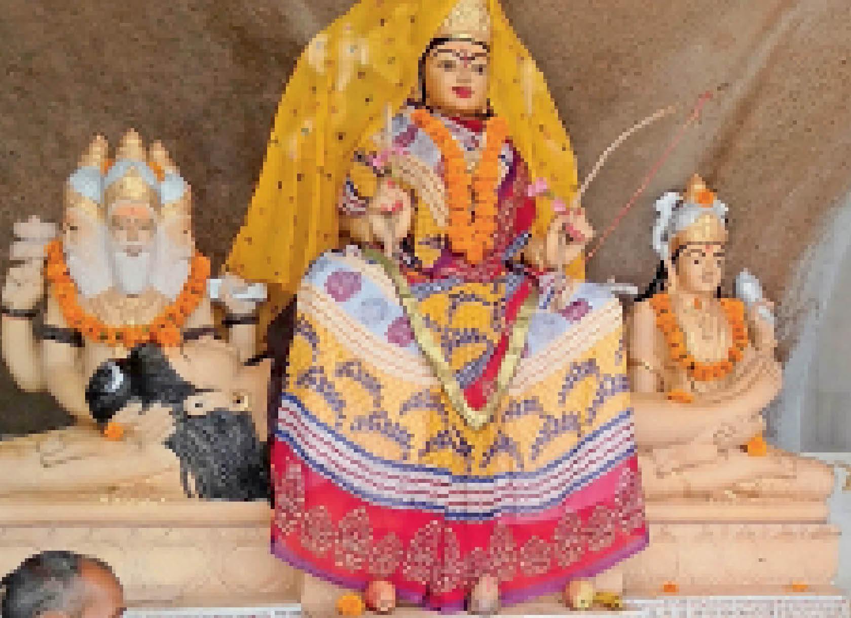 इकलौता मंदिर जहां, शिव पर विराजित हैं मां ललिता, सिर ब्रह्मा, पैर विष्णु की गोद में सिरोही,Sirohi - Dainik Bhaskar