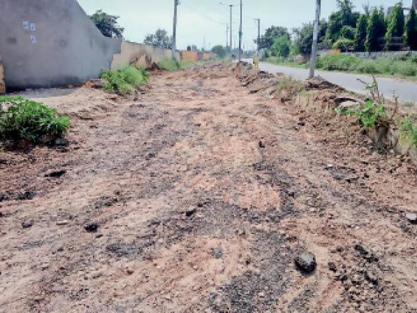 मिनी बाईपास पर आवागमन को लेकर खोदी गई सड़क, जिसे अब बनाया जाएगा। यह सड़क बारिश में धंस गई थी। - Dainik Bhaskar