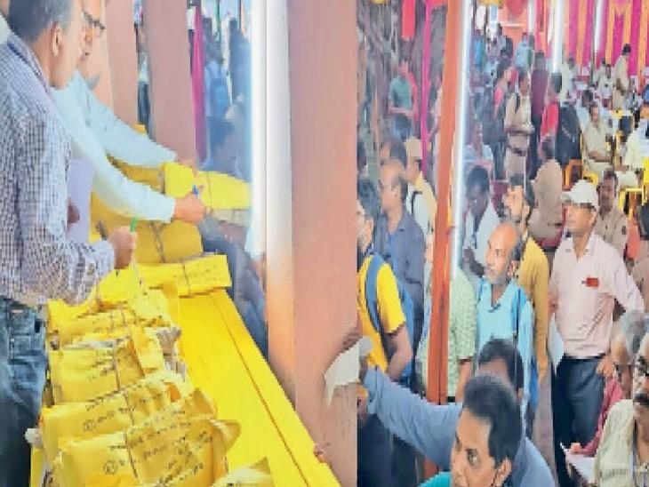 जगदीशपुर स्थित डिस्पैच सेन्टर में चुनाव कर्मी। - Dainik Bhaskar