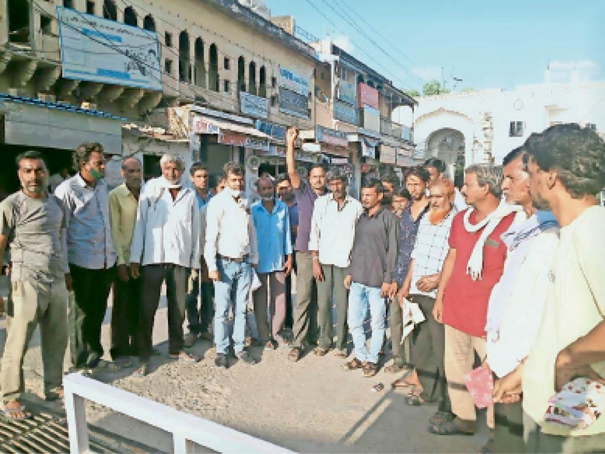 महिलाओं से अभद्र व्यवहार के मामले में ज्ञापन दिया|चूरू,Churu - Dainik Bhaskar
