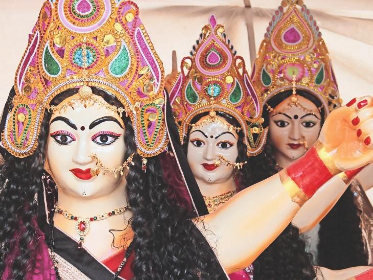 तैयार हुईं देवी प्रतिमाएं। - Dainik Bhaskar