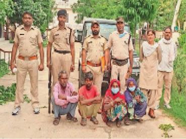 फलौदी रेंज से पकड़े आरोपी। - Dainik Bhaskar