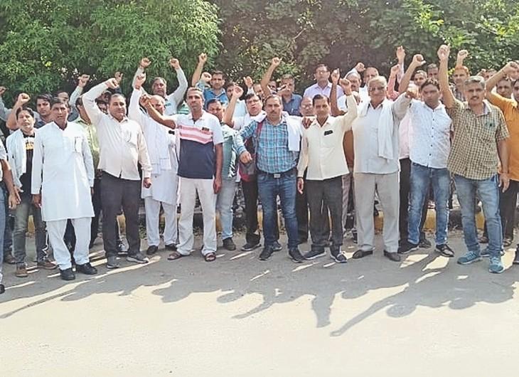 एचएसईबी वर्कर्स यूनियन ने थर्मल प्लांट गेट पर सरकार के खिलाफ किया विरोध प्रदर्शन। - Dainik Bhaskar