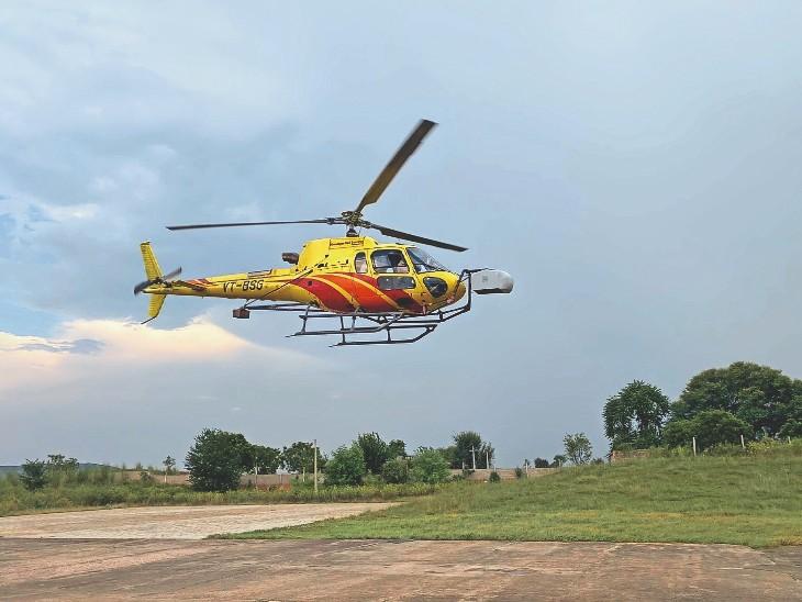 दिल्ली अहमदाबाद हाई स्पीड रेल प्रोजेक्ट के लिए सर्वे पर उड़ान भरता हेलीकॉप्टर। - Dainik Bhaskar