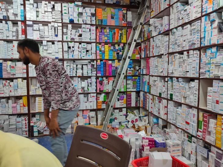 पटना स्थित GM रोड में बिहार की सबसे बड़ी दवा मंडी है।