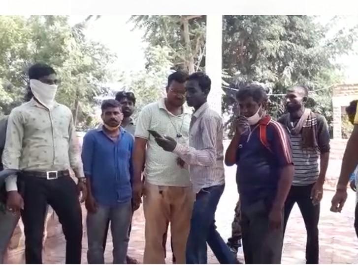 चोरों से भिड़ गई बुजुर्ग महिला, चोरों ने चुप कराने को जोर से दबा दिया गला; गहने व नगदी ले भागे|जोधपुर,Jodhpur - Dainik Bhaskar