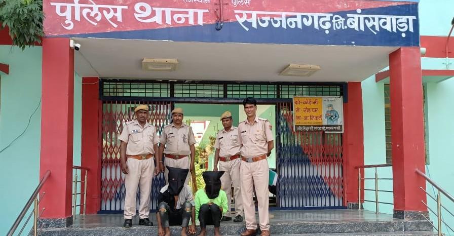 अंधेरे का फायदा उठाते हुए पहले मोबाइल चुराया, धक्का-मुक्की कर सोने की चेन तोड़ी और गायब हुए, पुलिस ने 2 आरोपियो को पकड़ा|बांसवाड़ा,Banswara - Dainik Bhaskar