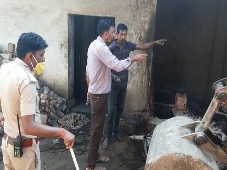 पहले मजदूर गिरा और उसे बचाने के चक्कर में मुनीम भी गिरा; मॉर्च्यूरी में रखवाए शव, पुलिस जांच में जुटी|अजमेर,Ajmer - Dainik Bhaskar