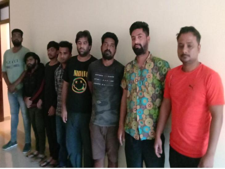 इन 8 को किया गिरफ्तार।