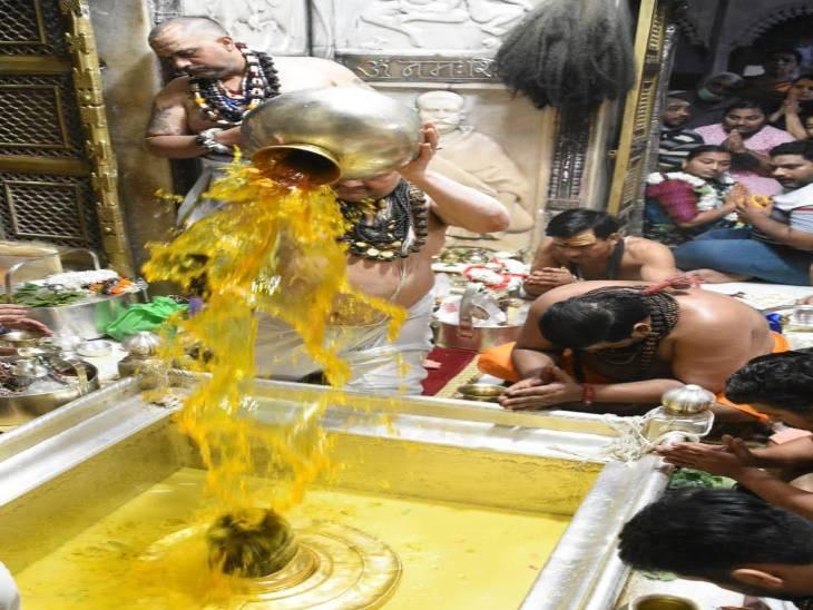 श्रीकाशी विश्वनाथ मंदिर पर खर्च का व्यौरा छिपाने को लेकर 1 RTI एक्टिविस्ट ने उठाए सवाल। इससे पहले भी मंदिर प्रशासन को हाइकोर्ट में घसीट चुका है। - Dainik Bhaskar
