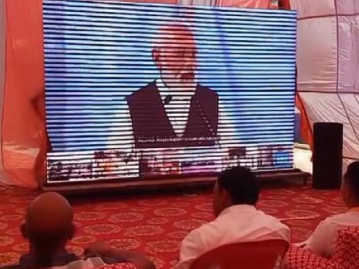 जहाजपुर सीएचसी ने ऑक्सीजन प्लांट का वर्चुअल उद्घाटन करते प्रधानमंत्री नरेंद्र मोदी।