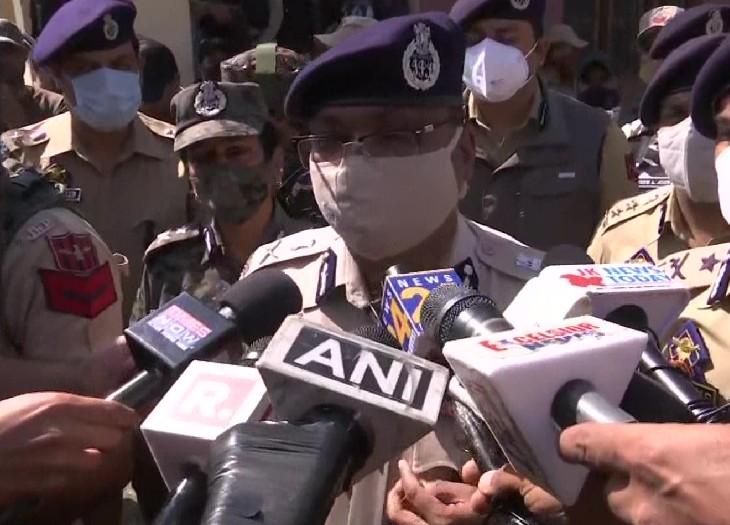 जम्मू-कश्मीर के DGP दिलबाग सिंह ने कहा कि आतंकी कश्मीर में अमन-चैन और भाईचारे को खत्म करना चाहते हैं।