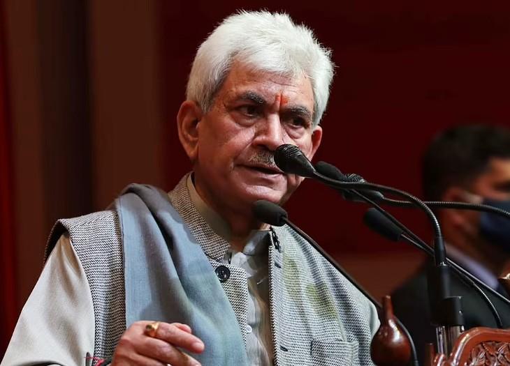 जम्मू-कश्मीर के लेफ्टिनेंट गवर्नर मनोज सिन्हा ने कहा कि आतंकी और उनके रहबर जम्मू-कश्मीर की शांति, तरक्की और समृद्धि में खलल नहीं डाल पाएंगे।