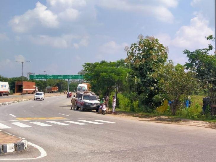 काजू का ट्रक खाली करा लौट रहे युवक को दुर्गा सोरेन चौक पर बाइक से आए दो अपराधियों ने मारी गोली, घटना के कारणों को जानने में जुटी पुलिस|रांची,Ranchi - Dainik Bhaskar