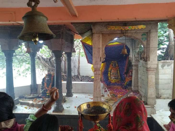 16 दिनों के श्राद्ध के बाद आज करते हैं नाना-नानी का श्राद्ध, दीपावली तक चलता है श्राद्ध पर्व, स्कंद पुराण में भी इसका उल्लेख उज्जैन,Ujjain - Dainik Bhaskar