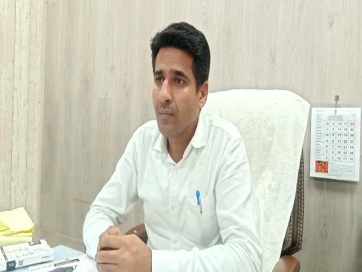 गांवों में आकस्मिक निरीक्षण के दौरान सीएमएचओ को मिली लापरवाही; 4 कर्मचारियों पर कार्रवाई|जैसलमेर,Jaisalmer - Dainik Bhaskar