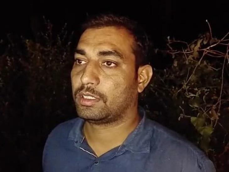 हादसे का शिकार हुई बस का परिचालक अरविंद शर्मा।