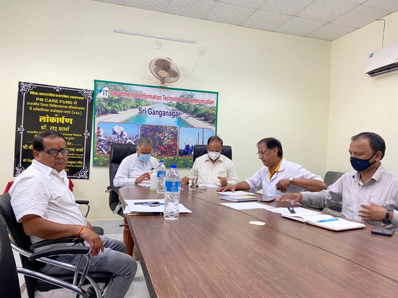 श्रीगंगानगर में ऑक्सीजन प्लांट के लोकार्पण समारोह समारोह में मौजूद जिला कलेक्टर, विधायक और अन्य अधिकारी। - Dainik Bhaskar