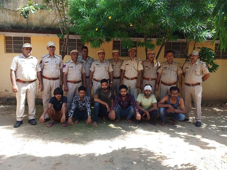 हथियारों के साथ 6 बदमाशों को पकड़ा,ओम नमः शिवाय गैंग का फरार सरगना मनोज पांडु भी गिरफ्तार,हत्या की वारदात करने जा रहे थे सभी|सीकर,Sikar - Dainik Bhaskar