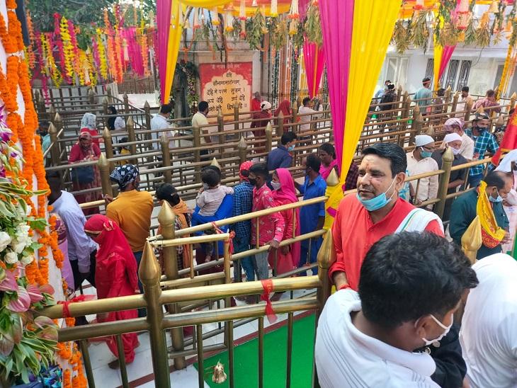 श्री नयना देवी में मत्था टेकने पहुंचे भक्त।