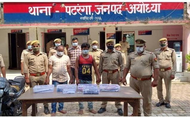अयोध्या जिले की पटरंगा थाना पुलिस ने 15 हजार के वांछित ईनामी अपराधी मोनू उर्फ अब्दुल मन्नान सहित दो को गिरफ्तार किया - Dainik Bhaskar