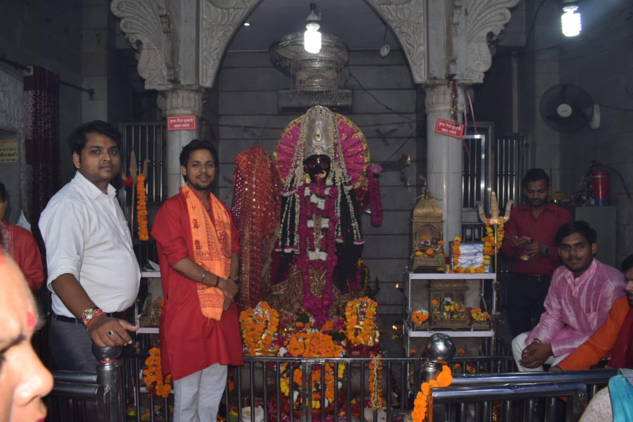 मेरठ सदर स्थित काली माता मंदिर में उमड़ी भक्तों की भीड़ - Dainik Bhaskar