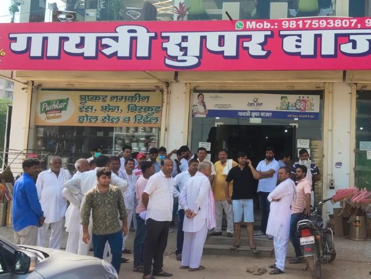 भिवाड़ी में गायत्री सुपर मार्केट के बाहर दिनदहाड़े 7 राउंड फायर किए,50 रुपए लाख रुपए की फिरौती की पर्ची थमा गए|अलवर,Alwar - Dainik Bhaskar