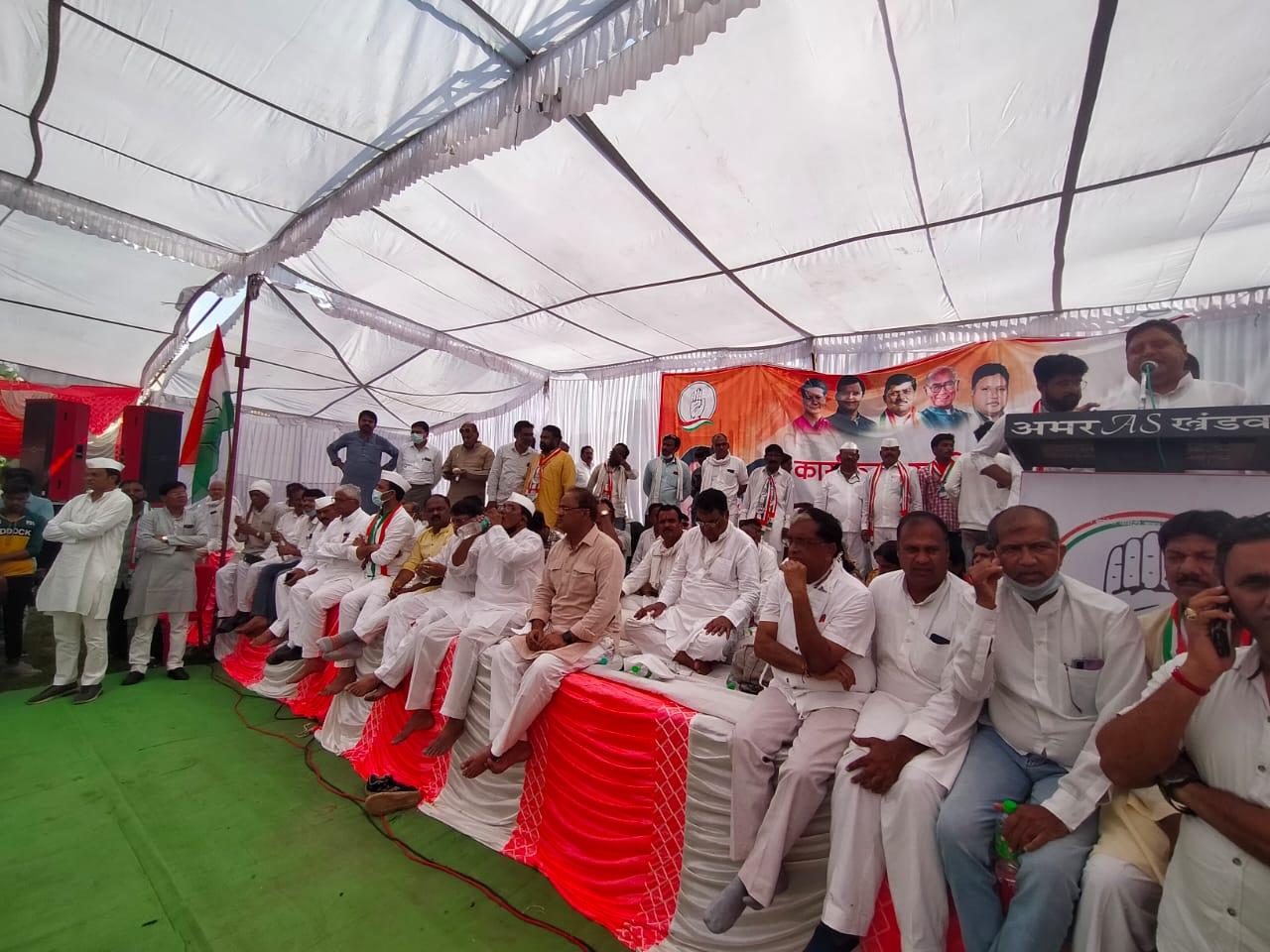 एकजुटता दिखाने एक मंच पर अरुण, शेरा, जीत का दिलाया संकल्प' राजनारायण बोले : सिंगाजी महाराज की आवाज संसद तक पहुंचा दो|खंडवा,Khandwa - Dainik Bhaskar