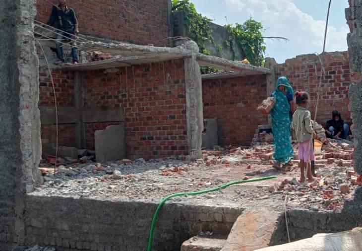 सिंहस्थ 2016 के बाद बने मकान टूटना शुरू, मंगल कॉलोनी के तीन मकान गिराए|उज्जैन,Ujjain - Dainik Bhaskar