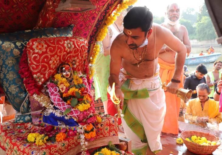 महाकाल की पालकी में बैठकर संझा विसर्जन के लिए में निकलीं मां पार्वती, शिप्रा में विसर्जन के बाद लौटीं महाकाल मंदिर|उज्जैन,Ujjain - Dainik Bhaskar