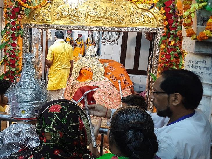 बड़ा हुनमान मंदिर, जहां इस तरह बैठी मुद्रा में हैं हनुमान जी।