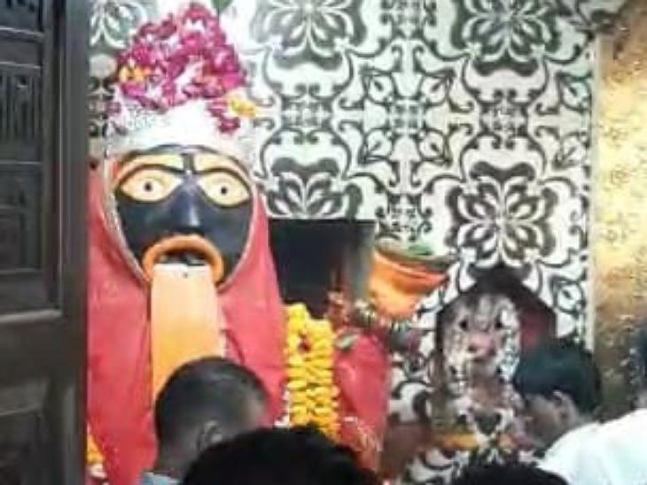 सिद्धपीठ काली माता मंदिर में सुबह से ही लगी भक्तों की कतारें, घरों में लोगों ने की कलश की स्थापना|मुरादाबाद,Moradabad - Dainik Bhaskar